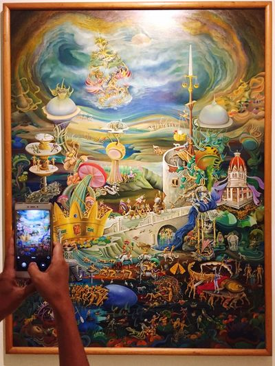 Memotret Lukisan Tourism Destinations Museum Of Modern Art Museum Of Art Art Gallery Painting On The Wall Human Hand Art And Craft Multi Colored Gold Colored