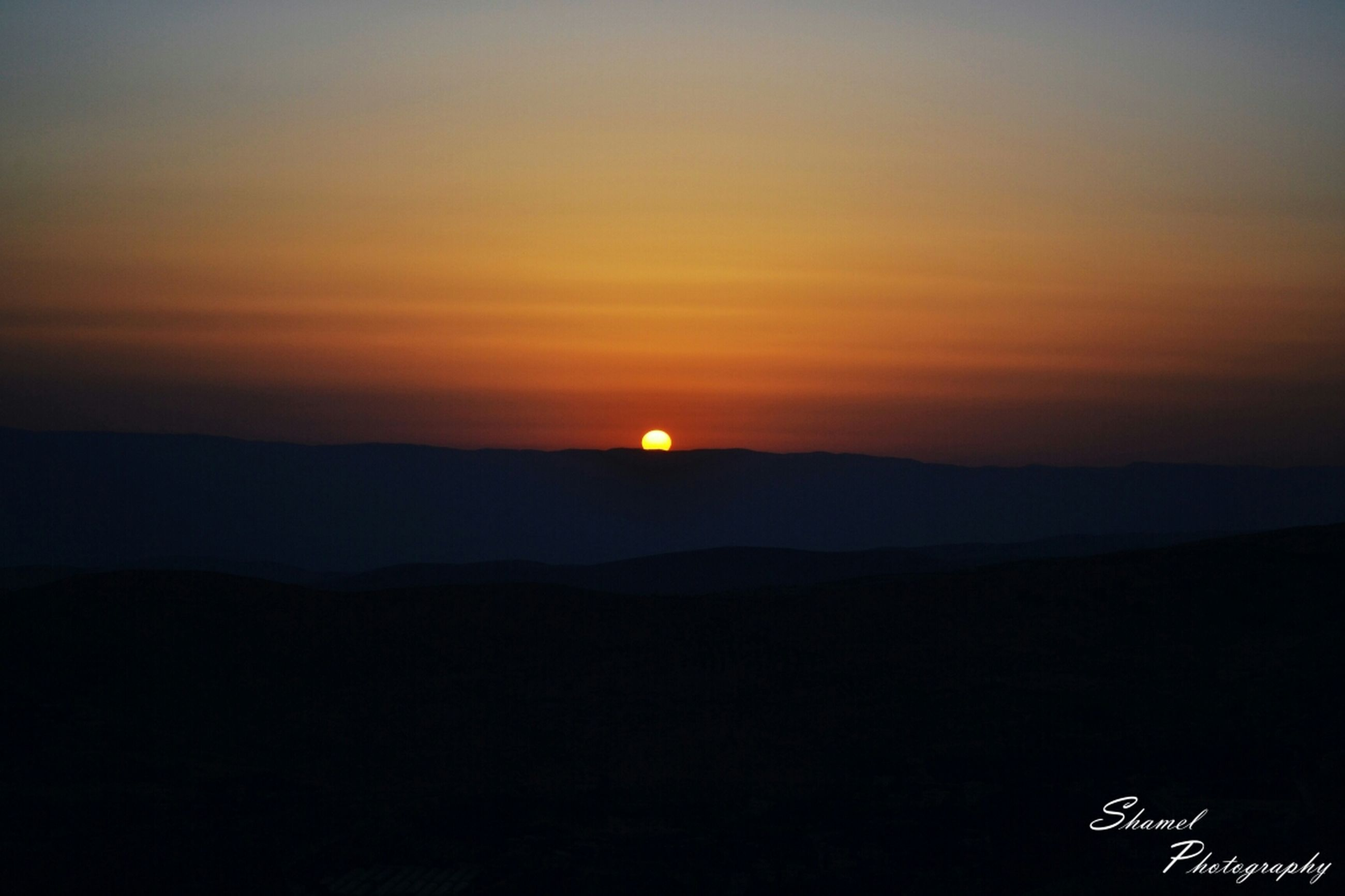 sunset, scenics, tranquil scene, silhouette, tranquility, beauty in nature, mountain, sun, idyllic, orange color, landscape, nature, sky, mountain range, copy space, dark, dusk, non-urban scene, outdoors, majestic