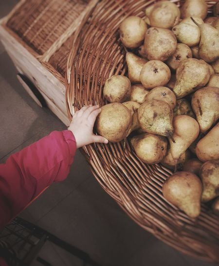 Human Body Part Human Hand One Person High Angle View Basket Food And Drink People Indoors  Large Group Of Objects Healthy Eating Food Freshness Food Stories