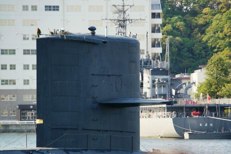 廃棄予定の潜水艦。奥には「ちよだ」