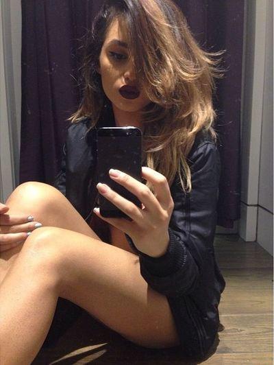 Lipstick Selfie Model Matte Lipstick Aesthetics Gorgeous Fashion Urban Fashion Makeup Hair Style