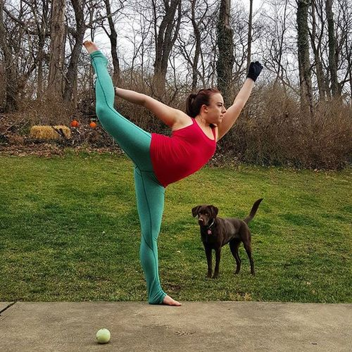 Day 15 Naughtyorniceyogi2 is Dancerspose one day that leg will be straight. 😊 Hosts @laurasykora @gabriella.dondero @victoria.arvizu Sponsor @dstylemakeupofficial ❄❄ Yoga GetFit Getflexy Peace Yogi Yogagirl Asana Yogis Addictedtoyoga Igyogis Igyogafamily Yogajourney Breathe Iloveyoga Outdooryoga Iwillwhatiwant Bendyoasana Igfitness Weightloss HealthCoach Inspire Motivate  Igfit fitness