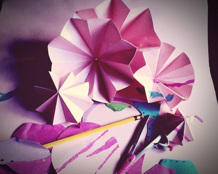 Paper View Pencil Pink Color Circles