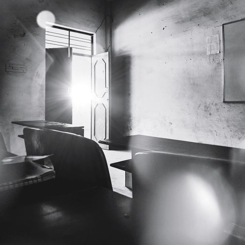 Focus Moment Monochrome Composition Shadow Exposure Wall Lightfixture StillLifePhotography HDR Table Darkness Interiordesign Blackandwhite Beautiful Distortion Art Black Lighting Chair Window Architecture Absence Empty White Line Long Open Door Bench Room Abandoned Capture Tomorrow