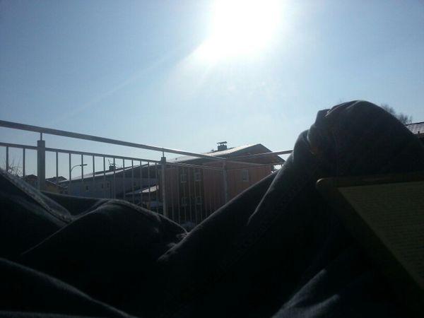 Terrasse, Sonnenbrille, Fatboy, Kindle ... SONNTAG