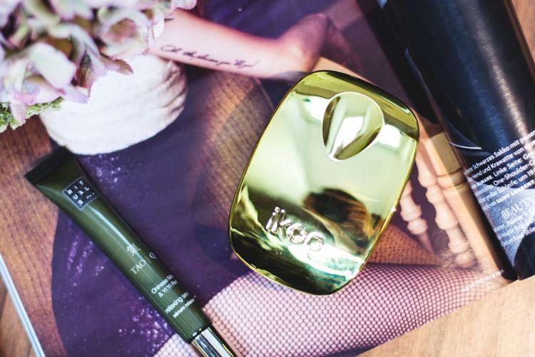 "Fotocredit: <a href=""http://www.kleidermaedchen.de"">Kleidermaedchen</a> Arrangement Beauty Brush Close-up Detail Ikoo Rituals Single Object Studio Shot Table"