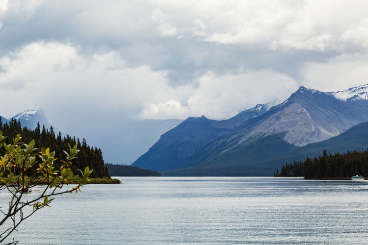 Maligne Lake Mountain Peak Snowcapped Mountain Day Nature Waterfront Mountain Range Lake Tranquility Tranquil Scene Cloud - Sky Sky Water Beauty In Nature Scenics - Nature Mountain Maligne Lake