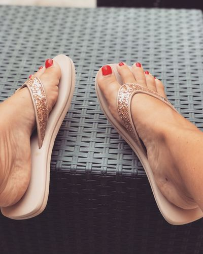 Human Leg One Person One Woman Only Human Body Part Close-up Day Feet Tong Farniente Vernisaongle Nail Polish Relaxation