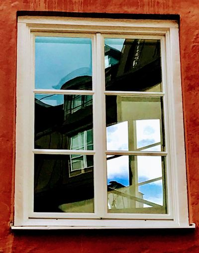 Waysofseeing Window Glass - Material Architecture Building Exterior Close-up Reflections In The Glass Windows From My Point Of View EyeEm EyeEmBestPics Sommergefühle Travel Destinations Let's Go. Together. Hello World Iponeonly EyeEm Best Shots August Building Summertime Low Angle View Breathing Space