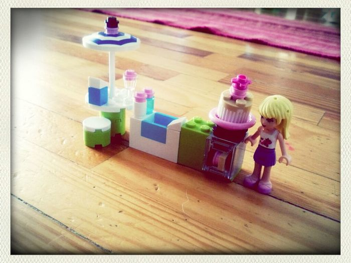 Mini girlie Lego sets. Aren't these cute? Brad picked one up for Abby the other day.