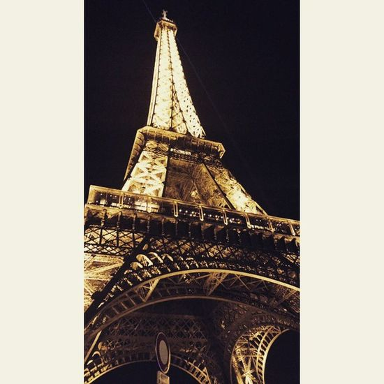 Paris Lanuit Parigi Picofthedays latergram soir parisjet'aime toureiffel beautiful ❤🗼