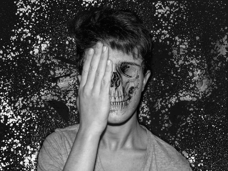 Bonjour eyem! Photo d'aloween 2015 c'était hier mais bon pas grave Montage Photography Shooting Haloween Black & White Blackandwhite Blackandwhite Photography Creepy First Eyeem Photo