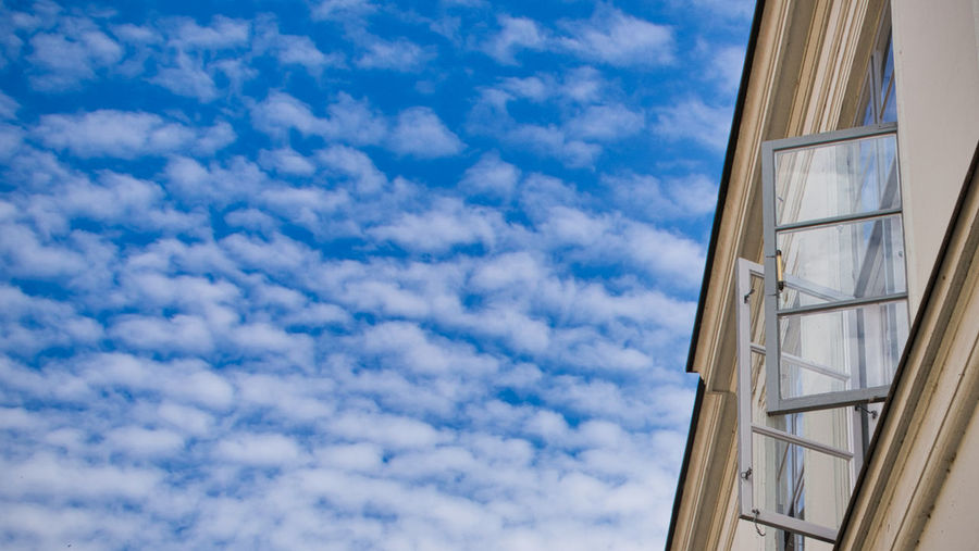 The Minimalist - 2019 EyeEm Awards Sky Cloud - Sky Low Angle View Architecture Built Structure Day No People Building Exterior Blue Building Window Nature Outdoors Glass - Material City White Color Safety Metal Office Building Exterior Wall - Building Feature Fenster Fensterladen Fensterblick  Still Life StillLifePhotography Minimalism Minimalismus Himmel Und Wolken Himmelblau
