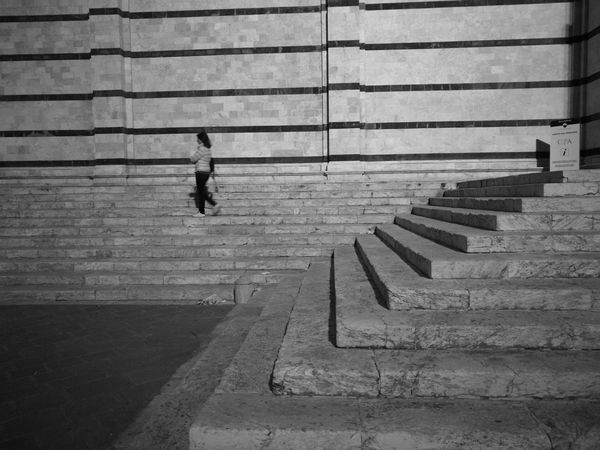 26/05/17 Streetphotography Urban Exploration Onephotoaday Huaweiphotography Blackandwhite Black And White HuaweiP9Photography HuaweiP9 Landscape Architecture Street Photography Monochrome Building Exterior Built Structure Steps