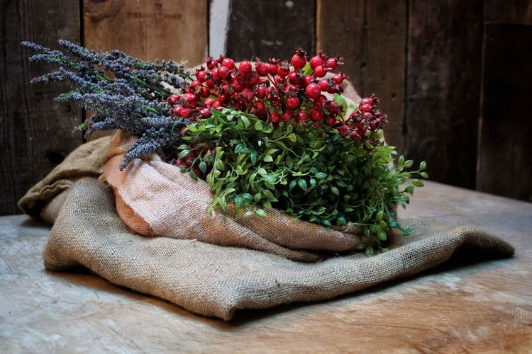 Table Tabletop Decoration Decor Interior Design Plants Berries Lavender Lavenderflower Colorful Colors Colours Bradford Photography Still Life Photography Still Life Hessian Sack