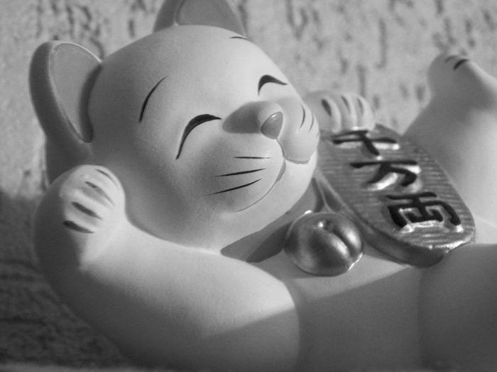 Porcelain Cat China Clay Happiness Porcelain  Porcelain Item Porcelaine Text Adult Hood Chinese Chat Happy Cat Bell Close-up Black And White Indoor Photography Blackandwhite Monochrome Tete De Chat Maneki-neko Japonaise Culture Japonaise Art Maneki-neko Head Black And White Photography Premium Collection