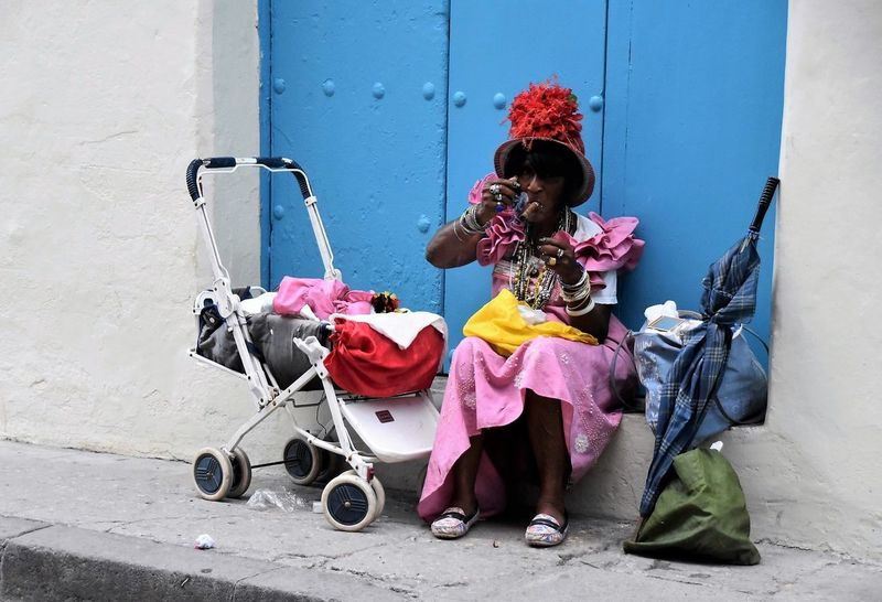 Accessories Cigar Colors Dontcare Hanging Out Havana Homeless Independent Woman Old Lady Travel First Eyeem Photo EyeEmNewHere EyeEmNewHere