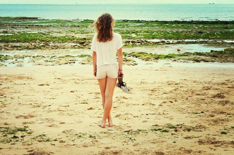 Regarde devant toi, ne te retourne jamais, ne pleure pas ton passé, vas de l'avant. Toutes ces erreurs que tu as pu faire, tout ça n'est plus que du passé à présent. ? Sea Ilederé Summer Beach