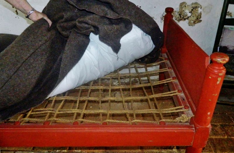 1700's bedding style 1700's Bed Bed Bugs Bedding Bird Close Up Close-up Colonial Cropped Display Educational Historical Home House Lifestyles Old Part Of Patrick Henry Period Piece Red Rope Sleep Tight Time Piece Tour