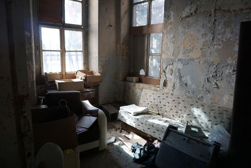 Room Melancholic Landscapes Indoors  Window Messy Abandoned Damaged Dirty Bad Condition Home Interior Architecture Domestic Room Sunlight Day No People