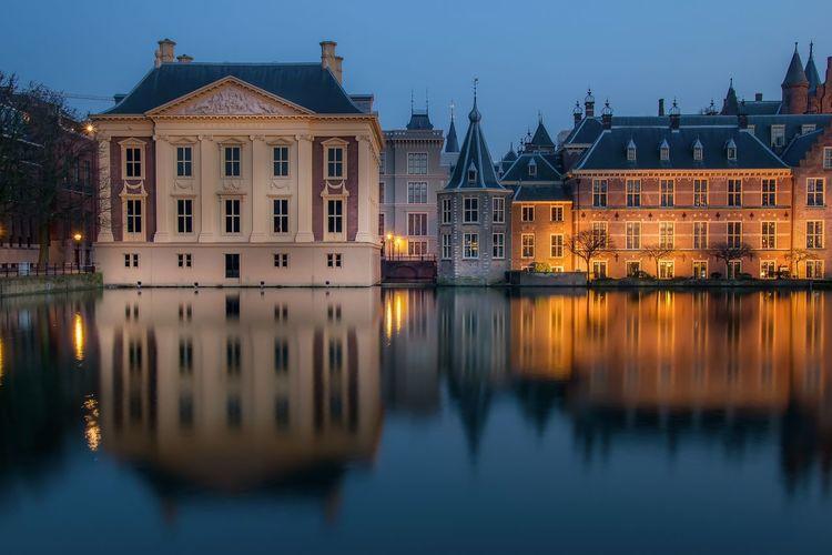 Binnenhof reflection in hofvijver against sky