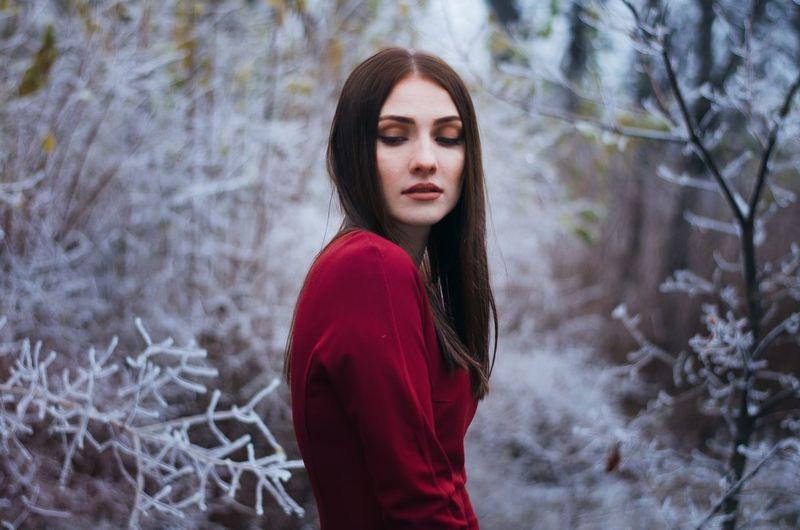 Melancholy Dreamy Girl Portrait Wintertime Winter Trees Frozen Winter Portrait Cold Temperature Contemplation Beautiful Woman