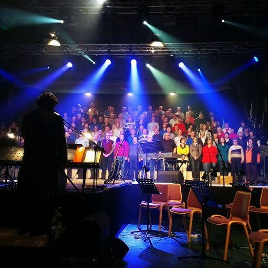 Ich bin bei der Generalprobe für die Deutschrock Konzerte morgen und Sonntag der Cesheidelberg . :-) Mach die Fotos und so. ;-)