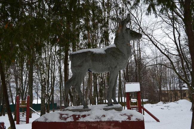 Park sculprure ЯПНФ Animal Themes Cold Temperature Deer Park Russia Sculpture Snow Winter The Street Photographer - 2017 EyeEm Awards Shades Of Winter Sculpted Deep Snow Frozen