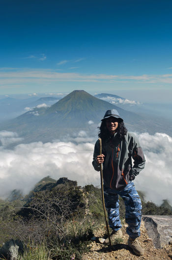 Full length of man against mountains against sky