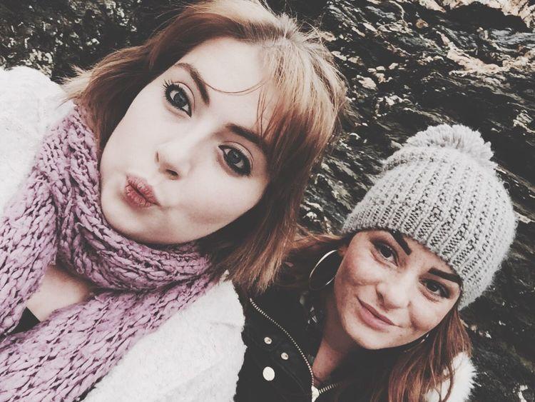 Selfie Bestfriend Winter Walk Bobble Hat