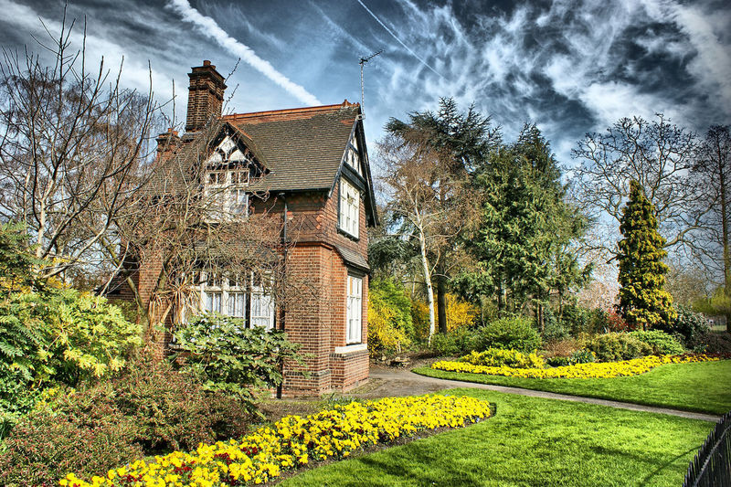Architecture Built Structure Plant Tree Building Building Exterior Nature Sky Cloud - Sky Growth Grass Old History Green Color Residential District House Sashalmi England Garden Garden Photography Sky And Clouds Skyporn