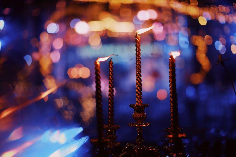 烛火 Illuminated Night Focus On Foreground No People Close-up Decoration Indoors  Metal Light - Natural Phenomenon Glowing Lighting Equipment Light Electric Light Celebration Building Architecture Hanging Candle Pattern Nightlife