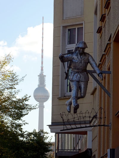 Berliner Ansichten Politics And Government City Tree Statue Sculpture Full Length Monument History Cultures Human Representation Television Tower