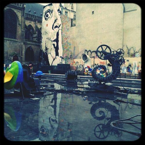 Hanging Out Streetart Taking Photos Dalí Fontaine Stravinski