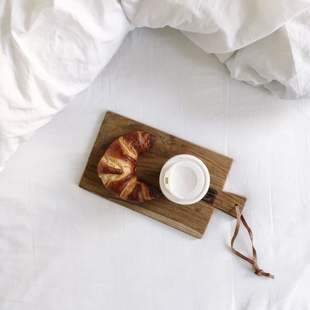 Breakfast in bed! Yummy Foodporn Croissant Coffee Togo Allwhite Breakfast In Bed Startyourdayright Minimalism Silence