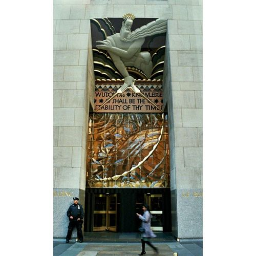 NY Rockefellerplaza Nofilter Newyork orkwordswisdomknowledge analogcameraoansözlerinstalifeguardianzeuspeopleofnewyork humansofnewyork camera35mm streetphotography streetlifeinstagood