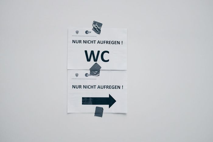 """Nur nicht aufregen"" is the funny title of a movie, which is create in a street here. Don't get excited WC ... the signs are great Notes From Berlin Notes Signs Berlin Berlin Mitte Making Movies Filmmaking Street Streetphotography"