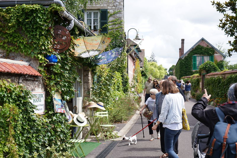 Cute shop, Giverny Bubbles Claud Monet France Giverny, France. Green Beautiful Village Cute Day Dog Old Village France Small Village Summer Tourism Umbrella Vernon Ville