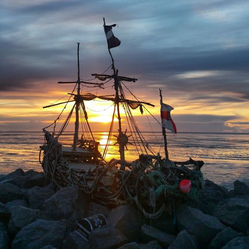 Ships 'ahoy'lake...Hoylake, Wirral, UK Sunset Shipwreck Shipwreck Beach Hoylake Hoylakelifeboat Wirral Wirral Peninsula Hoylakeparade Photography Theblackpearl Home Is Where The Art Is Hidden Gems