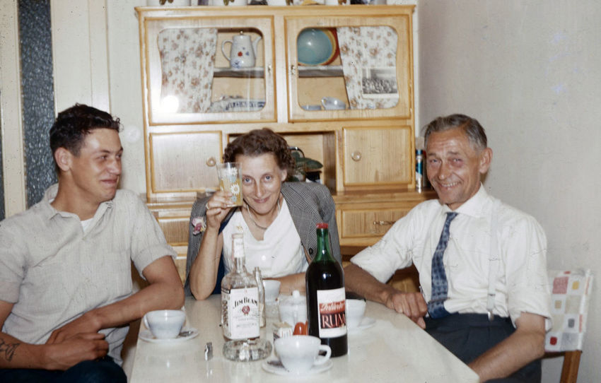 German drinks 1962 GERMANY🇩🇪DEUTSCHERLAND@ German Adult Alcohol Bottle Drink Drinking Drinking Beer Enjoyment Food And Drink Friendship Front View Glass Group Of People Happiness Indoors  Lifestyles Male Friendship Men Refreshment Sitting Smiling Table Togetherness Young Adult