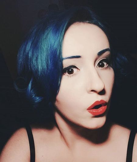 Ups! 😄 Pinup PinUpGirl Redlips Redlipstick BlueHair Shock Pale Paleskin Pinupstyle Retro Retrostyle Mua Makeupartist Shorthair Curlyhair Polishgirl Duckface Opalhair Cute Girly Makeupideas Selfie Stylish Asianlook Selca