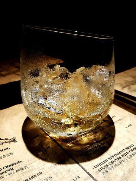 Scotch Johnny Walker Glass Ice Details