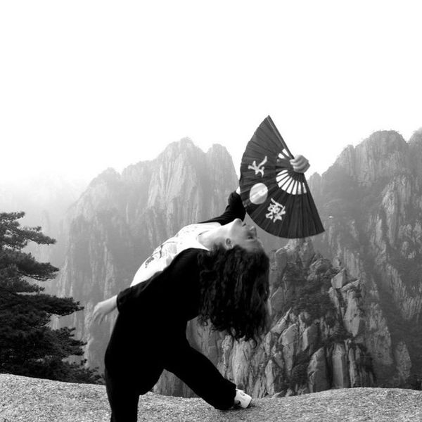 Are you seeing this amazing mountain scenery? Just one more week and I will be back there and make a lil guided meditation video for you guys...sounds like a deal? Huangshan Travelchina Amazingmountains Lovechina Fanform Wushu Shaolinkungfu Serenesettings Mountaintraining China Yellowmountain