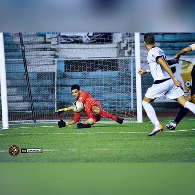 The most stunning save of the match by @n1ckodonne11 for @kayafc ⚽ . . . UFL Unitedfootballleague KayaFC Unakaya KayaFCvsManilaJeepney sbspotlight soccerbible football themanansala