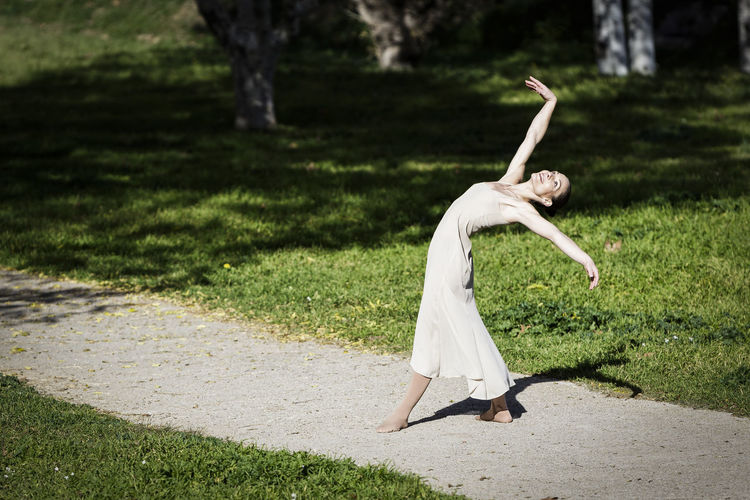 Autumn Ballerina Dance Dancing Elegance Everywhere Fresh Air Grass Gymnast  Meditation Trees Art Ballet Classical Dancer Expression Female Flexibility Movement Performance Poetry Posing Relaxation Stylized Sun Urban Park