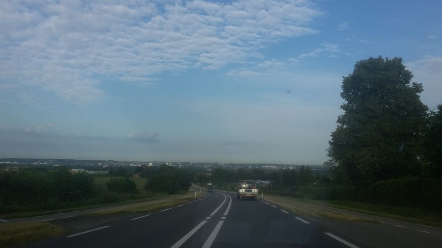 Rijdend op de Rasberg, Berg en Terblijt richting Maastricht. . On My Way Driving Driving In My Car Taking Photos Drivingshots Rijden In Auto Driving Through The Hills Driving In My Car Taking Photos Blue Sky