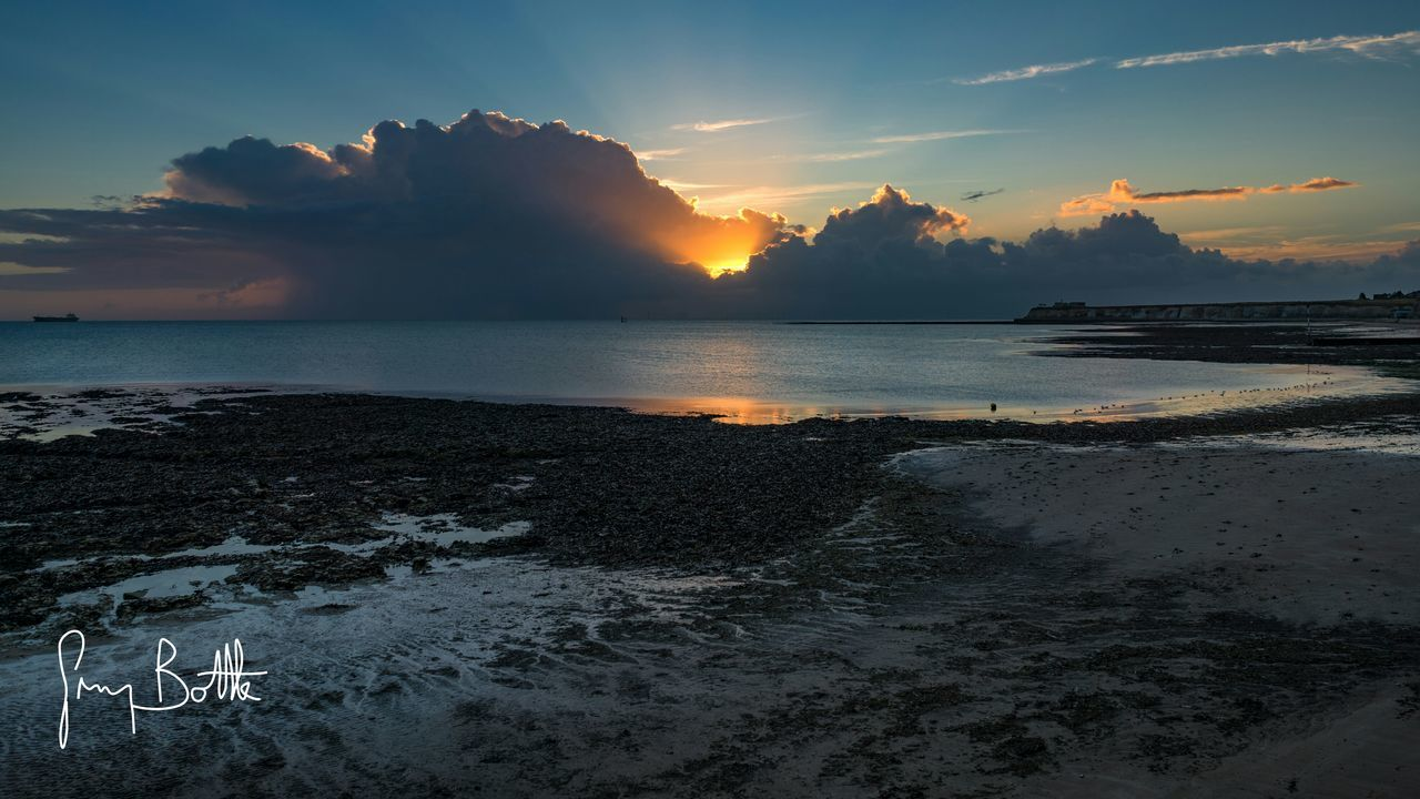 sunset, sea, sky, scenics, nature, beauty in nature, water, tranquility, cloud - sky, tranquil scene, outdoors, no people, beach, horizon over water, day