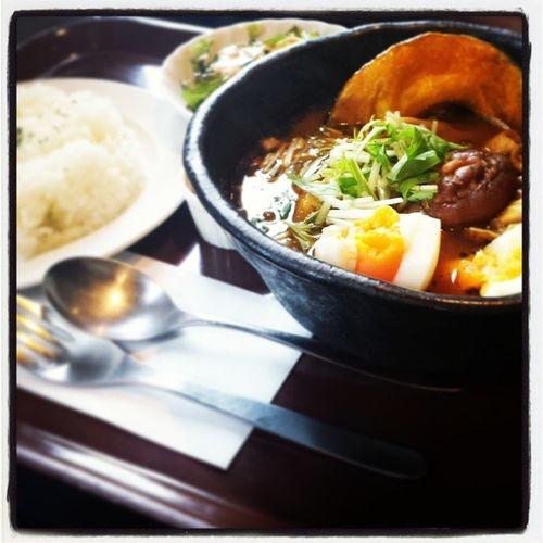 アルタイル でスープカレー !! やっぱりうまいー! 満腹 だ( ゜3 ゜) 納豆 トッピングが好き!