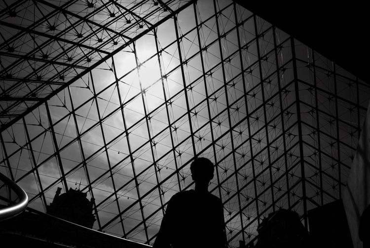 Paris - France / © Aaron Sosa ww.aaronsosaphotography.com www.aaronsosablog.com Assignments Taking Photos Photography Blackandwhite Light And Shadow Black And White Paris France
