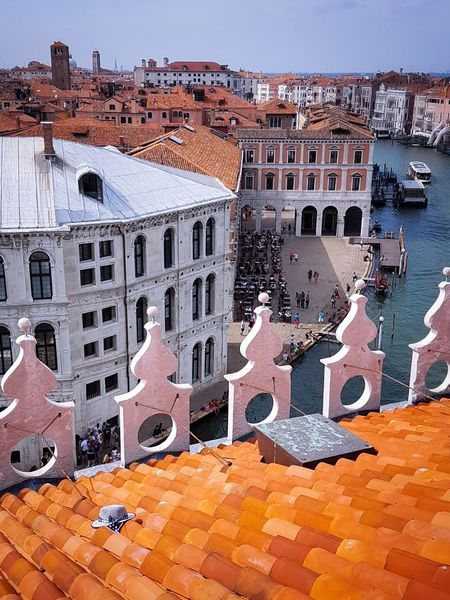 Outdoors No People Architecture Water Day Sky Canal Grande Rialto Market The Lost Hat Rooftops Rooftop View  Rooftop Scenery Roof Tiles Venezia Italy Travel Vacations Architecture Historical Buildings